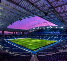 ragão em modo Champions 💙 #FCPorto #FCPS04 #UCL #estadiododraga Fc Porto, Football Stadiums, Basketball Court, Soccer, Skyscraper, Tennis, Architecture, Sports, Vintage Hipster