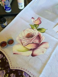 Tole Painting, Fabric Painting, Painting Flowers, Rose Sketch, Fabric Paint Designs, Textiles, Stencils, Art Projects, Hand Painted