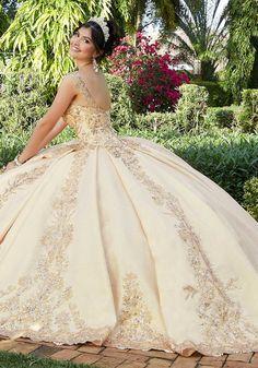 Quince Dresses, Royal Dresses, Ball Gown Dresses, 15 Dresses, Fashion Dresses, Pretty Quinceanera Dresses, Quinceanera Ideas, Vestido Charro, Holiday Dresses