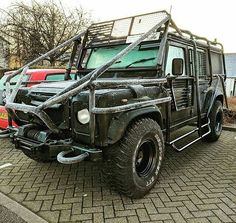 There's roll cages and then there's 'cages' - apocalypse pow! By @ktbobb #landrover #defender110csw #landroverdefender #landroverphotoalbum #4x4 #apocalypse