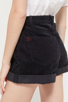 Black High Waisted Shorts for Women, Find the perfect style black shorts in a high-rise style. All high waist black shorts Cute Casual Outfits, Short Outfits, Summer Outfits, Summer Clothes, Grunge Outfits, Fashion Outfits, Workwear Fashion, Fashion Blogs, Gothic Fashion