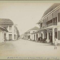 Heerenstraat in Semarang met winkels, wachtend rijtuig en voorbijgangers, anonymous, c. 1870 - c. 1910 - Rijksmuseum