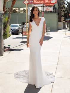 Mermaid wedding dress with V-neck and tattoo-effect back in crepe Crepe Wedding Dress, Perfect Wedding Dress, Vows Bridal, Bridal Dresses, Party Dresses, Formal Dresses, Pronovias Wedding Dress, Wedding Gowns, Scarlett