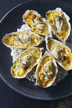 Hot oysters in sabayon with Fouesnant cider - mireille - - Huîtres chaudes en sabayon au cidre de Fouesnant Hot oysters in sabayon with cider Fouesnant – Regal Tapas, Oyster Recipes, Food Porn, Fish And Seafood, No Cook Meals, Seafood Recipes, Food Inspiration, Love Food, Food And Drink