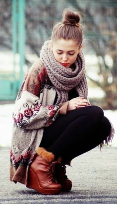 So cute! This would work well for early spring, when it's warm enough to skip the heavy jacket but cold enough for winter scarfs and sweaters! :)