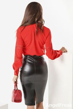 More lovely ladies showing off their sexy asses in tight leather clothing and other shiny/leather-look garments: . Mode Outfits, Skirt Outfits, Sexy Outfits, Black Leather Pencil Skirt, Leather Mini Skirts, Grey Leather, Sexy Skirt, Dress Skirt, Sexy Rock