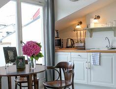 Chambre: un lit double et un canapé-lit dans le salon. #Hôtels | #apartamentym | #hébergement | #Cracovie| #http://www.antiqueapartments.com