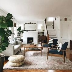 6 Small Living Room Design Tips and Ideas - Des Home Design Rugs In Living Room, Living Room Interior, Living Room Designs, Living Room Decor, Living Spaces, Modern Living Room Furniture, Room Rugs, Ikea Living Room Chairs, Dark Wood Furniture Living Room