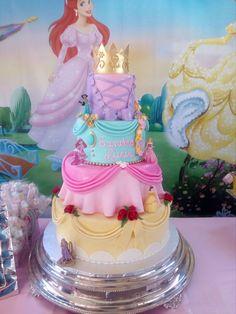 Pastel Vestidos Princesas Disney Disney Princess Birthday Cakes, Princess Birthday Invitations, Prince Birthday, Disney Birthday, Butterfly Birthday Party, 4th Birthday Parties, Birthday Party Decorations, Disney Diy, Cinderella Cartoon