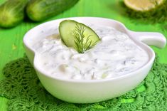 Learn how to make your own homemade tzatziki sauce for sandwiches, … - Recipes Easy & Healthy Sauce Tzatziki, Homemade Tzatziki Sauce, Pesto Sauce, Greek Recipes, Dip Recipes, Cooking Recipes, Recipies, Sandwich Sauces, Avocado