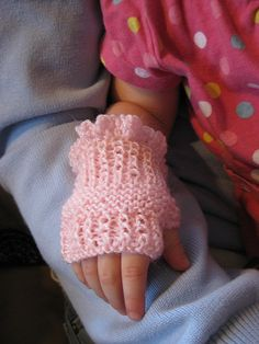 Cute  Fingerless Gloves free Pattern  Size baby to older children