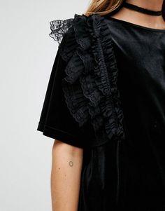 Reclaimed Vintage   Бархатное платье-футболка с оборкой ReclaimedVintage