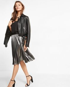 Glamorous pleated crepe and a smooth liner make this slinky skirt a go-to choice for parties, date nights and beyond. The metallic sheen complements sweaters, tanks and cardigans with ease.