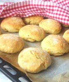 snabbasaffransfrallor Fudge, Baking Recipes, Hamburger, Food And Drink, Bread, Cooking, God, Cooking Recipes, Kitchen