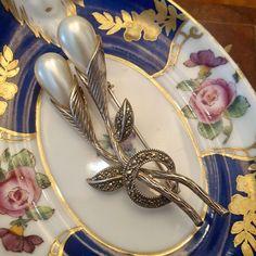 Pearl Brooch, Silver Brooch, Art Deco Jewelry, Jewelry Gifts, Flower Jewelry, Vintage Silver Jewelry, Silver Jewellery, Pearl Jewelry, Gifts For Nan