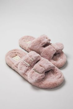 Fur Boots, Shoe Boots, Shoes Heels, Fuzzy Slippers, Cozy Socks, Ciabatta, Womens Slippers, Me Too Shoes, Faux Fur