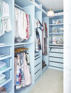 See - through drawers / Sarah took her walk-in closet from cluttered to covetable with a set of Ikea Pax wardrobes. Armoire Pax Ikea, Ikea Pax Closet, Master Bedroom Closet, Ikea Bedroom, Build A Closet, Walk In Closet, Ikea Walk In Wardrobe, Dressing Ikea, Pastel Bedroom