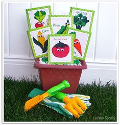 Vegetable seed packets for vegetable shop growing-fruit-and-veg Preschool Garden, Preschool Themes, Preschool Alphabet, Preschool Crafts, For Elise, Seed Packaging, Spring Theme, Garden Crafts, Garden Projects