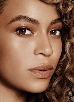 Beyoncé photographed by Paola Kudacki for ELLE Magazine - May 2016 Beyonce Makeup, Celebrity Makeup Looks, Beyonce Knowles Carter, Beyonce Style, Thick Eyebrows, Elle Magazine, Queen B, Female Singers, Make Up