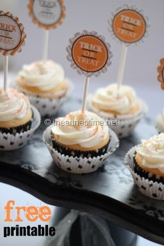 Cute and FREE Halloween cupcake toppers on iheartnaptime.net