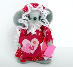 Scrapbookin' Mouseone of the cute gift felt mice by Warmth on Etsy, $15.00
