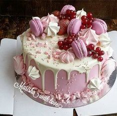 Awesome Birthday Cake Ideas for Girls - backideen - Macarons Pretty Cakes, Cute Cakes, Yummy Cakes, Creative Birthday Cakes, Creative Cakes, Birthday Treats, Cake Birthday, Mini Cakes, Cupcake Cakes