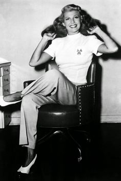 Rita Hayworth in 1940=vintage everyday: 1940s Fashion and Style Trends in 40 Beautiful Pictures