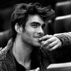 Jon Kortajarena #jon #sonrisa #kortajanera http://www.pandabuzz.com/es/bombon-del-dia-hombre/jon-kortajarena-sonrisa