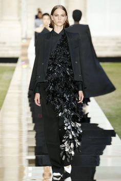 Givenchy Fall 2018 Couture Fashion Show Collection: See the complete Givenchy Fall 2018 Couture collection. Look 14