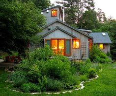 i love how this house feels - sort of cottage-y.  this yard is great too :)