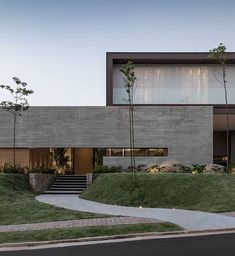 Mini slope for side-plated trees. Modern Architecture House, Modern House Design, Architecture Design, Contemporary Design, Modern Exterior, Exterior Design, Concrete Houses, Concrete Wall, Villa Design