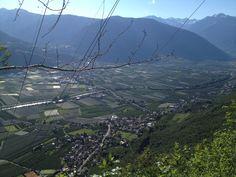 Blick auf Burgstall #Südtirol #Burgstall suedtirol.voyage
