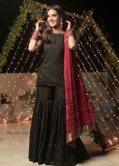 Party Wear Indian Dresses, Indian Fashion Dresses, Pakistani Fashion Party Wear, Designer Party Wear Dresses, Pakistani Wedding Outfits, Kurti Designs Party Wear, Dress Indian Style, Indian Designer Outfits, Gharara Designs
