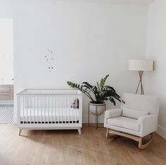 Beautifully simple and minimalist nursery. I love the Scandi White Cot Beautifully simple and minimalist nursery. I love the scandi white cot - Colorful Baby Rooms Baby Bedroom, Baby Room Decor, Nursery Room, Room Baby, Nursery Decor, Master Bedroom, Minimalist Nursery, Minimalist Baby, Minimalist Furniture