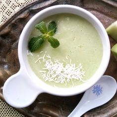 Champagne Honey melon dessert Soup. Dessert soups are a cool and easy way to wind up the weekend this champagne infused one is perfect for any celebration. #fruity #recipes