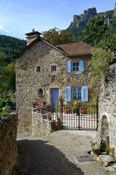 #Florac #villageétape #LangudocRoussillon #Lozere #cevennes #maisonbleue