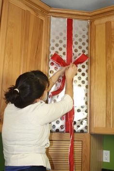 decorate/wrap  a kitchen cabinet for christmas ~ diy easy decor