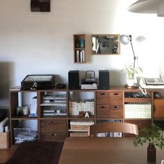 makunさんの、照明,セリア,100均,壁につけられる家具,DIY,ナチュラル,観葉植物,無印良品,ウォールナットのスタッキングシェルフ,部屋全体,のお部屋写真