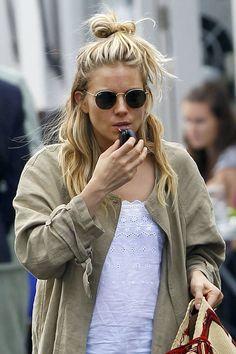 Sienna Miller  #sunglasses http://www.framesdirect.com/framesfp/RayBan-tdsjtc/lb.html