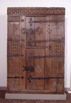 Gotische Möbel - eine exquisite und   elegante Art, Ihr Haus zu dekorieren Gotischer Schrank, Museumsberg Flensburg | Möbel Spätmittelalter