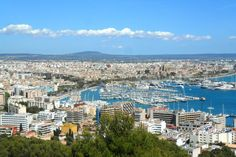 Majorca is a Spanish island, is the largest island of the Balearic Islands. The capital and the largest city of Palma de Mallorca. Ideal for practicing water sports and relaxing on the beach. #Spain