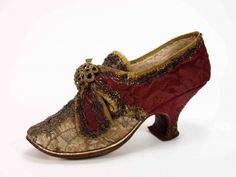 Shoe, ca 1780, Museum Weißenfels, somewhat like AD pompador. Maybe get a pair in black to wear with the anglaise?