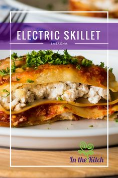 Electric Skillet Lasagna. Other than perhaps pizza, lasagna often comes to mind first when Italian food is mentioned. What's not to love about the saucy pasta, zesty and creamy flavors, and all the cheese you could ever want? Potato Pizza Recipe, Pizza Recipes, Chicken Recipes, Dinner Recipes, Cooking Recipes, Cooking Gadgets, Cooking Tools, Dinner Ideas, Skillet Lasagna