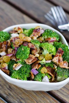 Paleo broccoli salad with bacon is a perfect side dish for a summer barbecue. #paleo #salads #recipe
