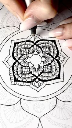 Easy Mandala Drawing, Mandala Sketch, Mandala Doodle, Mandala Art Lesson, Simple Mandala, Mandala Artwork, Mandala Painting, Dibujos Zentangle Art, Zentangle Drawings