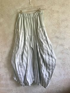 00a3facf7fd This is a fabulous wide grey stripe one size pant with huge pockets in the  front