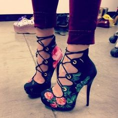 patterned good style shoes #lace #heels www.loveitsomuch.com