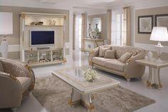 El salón es muy luminoso y grande. En el suelo hay una alfombra marrón y en el centro de la habitación hay una mesa de centro y encima de ésta hay unas rosas blancas. Alrededor de la mesa de centro hay un sofá y un sillón del mismo color que tiene la alfombra. Hay también una grande televisión y una mesilla, encima de esta hay una lampara blanca. Queremos esta habitación porque nos pasamos la mayor parte de nuestro tiempo en el sofá viendo la televisión y hablando.