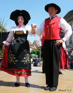 What is the traditional dress in france?