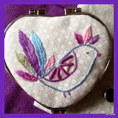 petit miroir de sac en forme de coeur